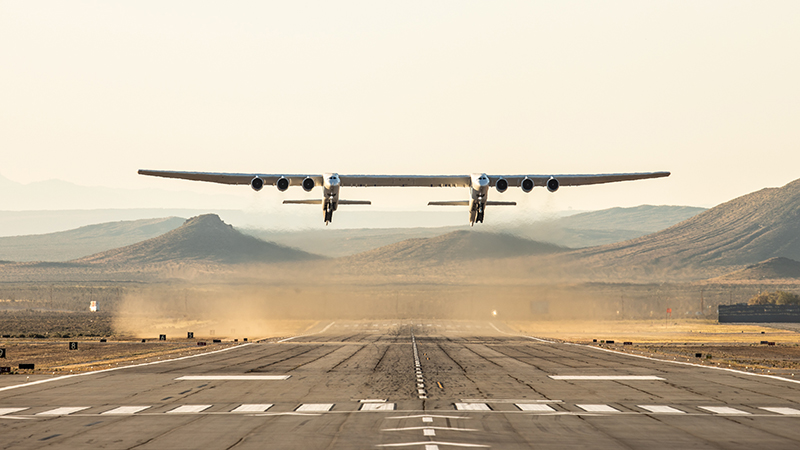 The Stratolaunch in flight (Credit: Stratolaunch Systems Corporation)